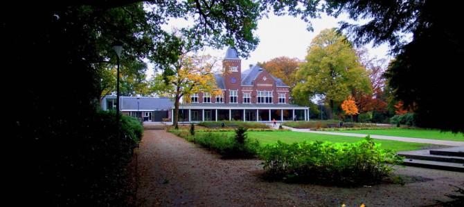 Rijssens Parkgebouw en kasteel de Oosterhof in herfststemming